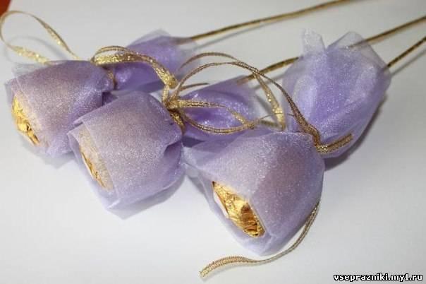 Букет из конфет и органзы пошаговое